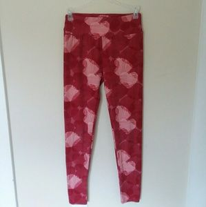 LulaRoe red and white heart ankle-length leggings
